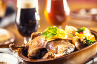 deftiger Braten und dunkles Bier - ein kulinarischer Genuss in Prag