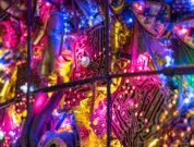 Abfeiern bei einer Lichtshow im Cross Club Prag