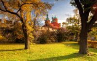 herbstlicher Petrin Park in Prag zur besten Reisezeit