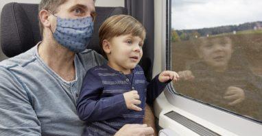 Angenehme Reise für Kinder in der oberpfalzbahn mit integrierter Kinderspielecken