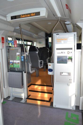 Fahrschein-Automat in der Vogtlandbahn