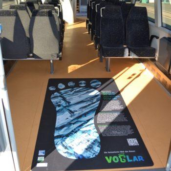 Innenansicht des VOGLAR-Regio-Shuttle mit VOGLAR-Aufkleber