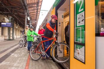 Reisende mit Fahrrädern können gern mit der Vogtlandbahn mitfahren, es gibt Stellplätze für bis zu 4 Fahrräder.