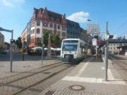 Der Regio-Shuttle der Vogtlandbahn an der Haltestelle Zwickau Zentrum.