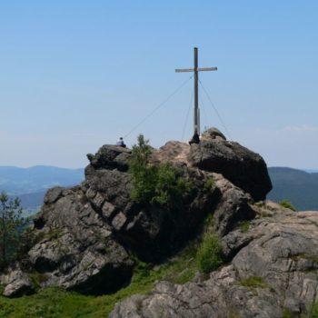 Gipfelkreuz am Silberberg im Sommer in Bodenmais
