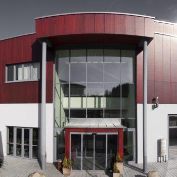 Frontansicht eines Gebäudes in Teisnach