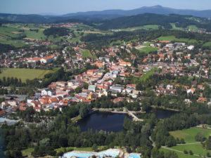Eine Luftaufnahme von der Stadt Grafenau